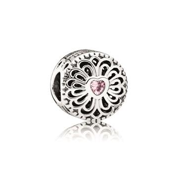 Charm de plata que forma parte de nuestro catálogo de joyas PANDORA
